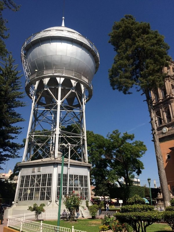 Celaya's Water Tower image. Click for full size.