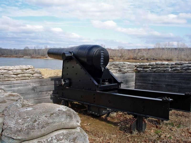 A Ten-inch Confederate columbiad at Fort Donelson National Battlefield. image. Click for full size.