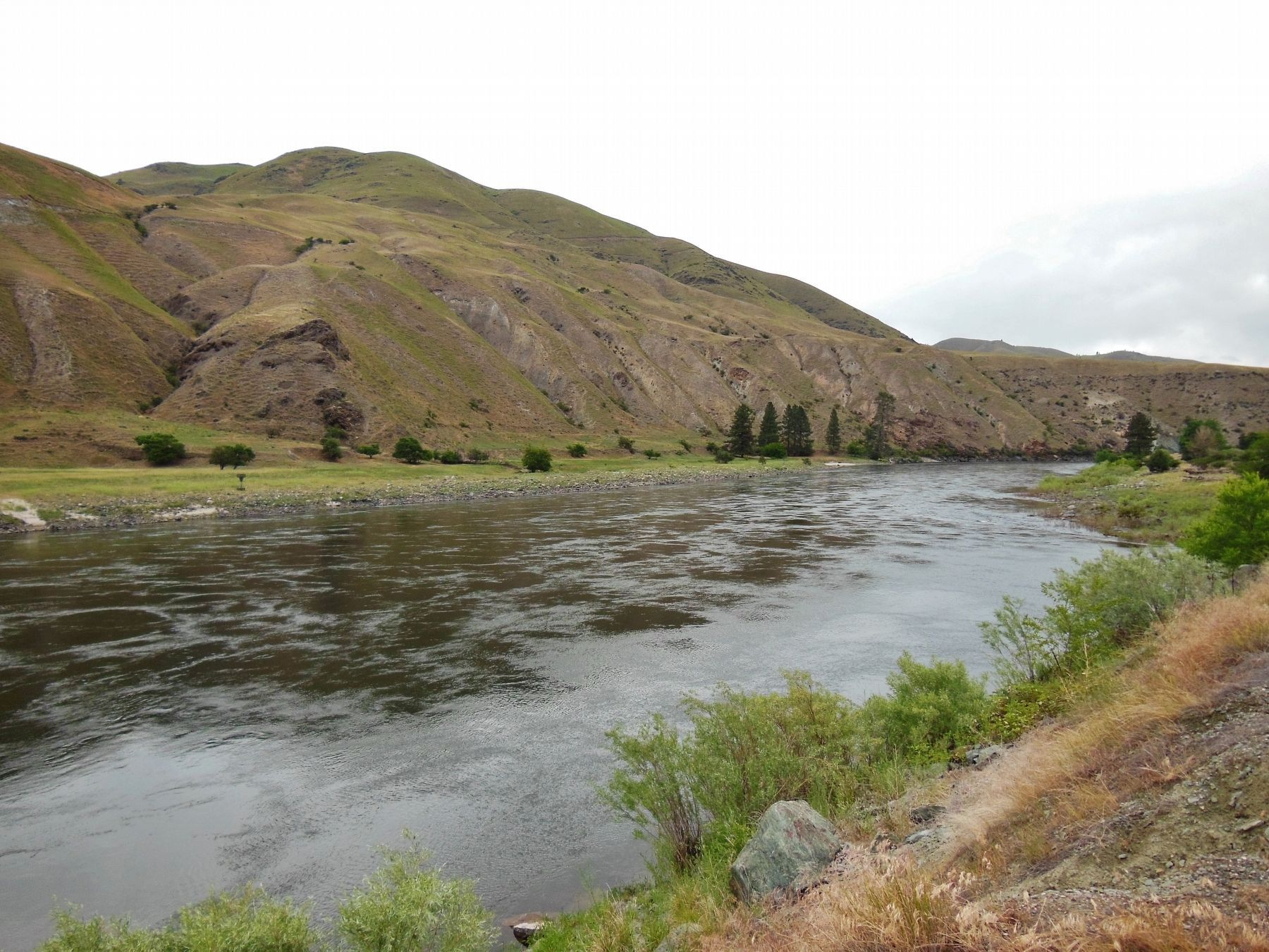 Salmon River (<i>view looking north from marker</i>) image. Click for full size.