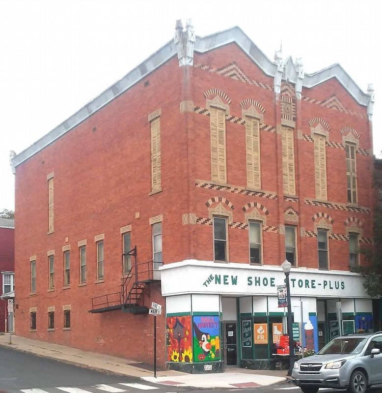 Masonic Building image. Click for full size.
