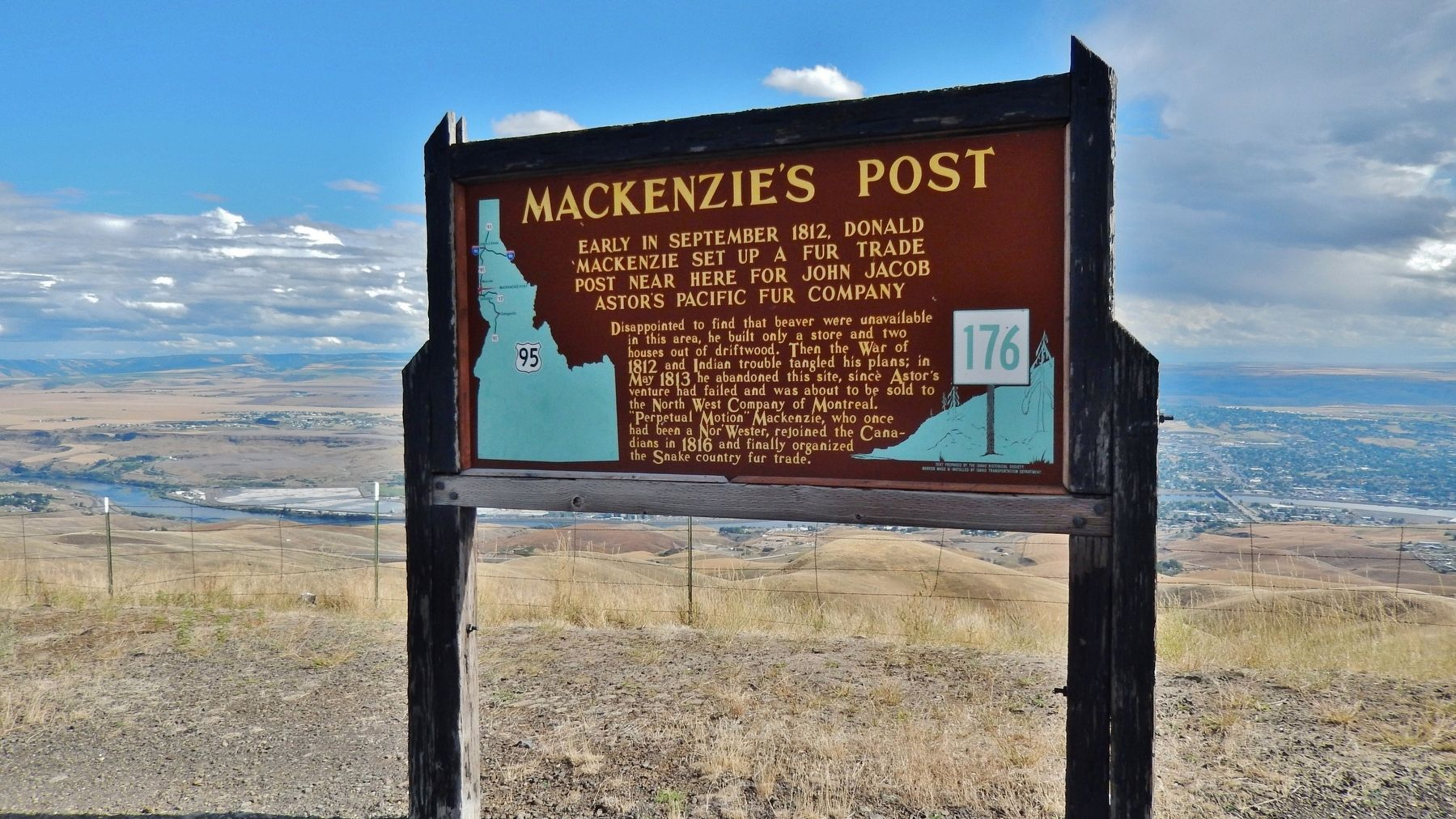 Mackenzie&#39;s Post Marker (<i>wide view with Lewiston in the background</i>) image. Click for full size.