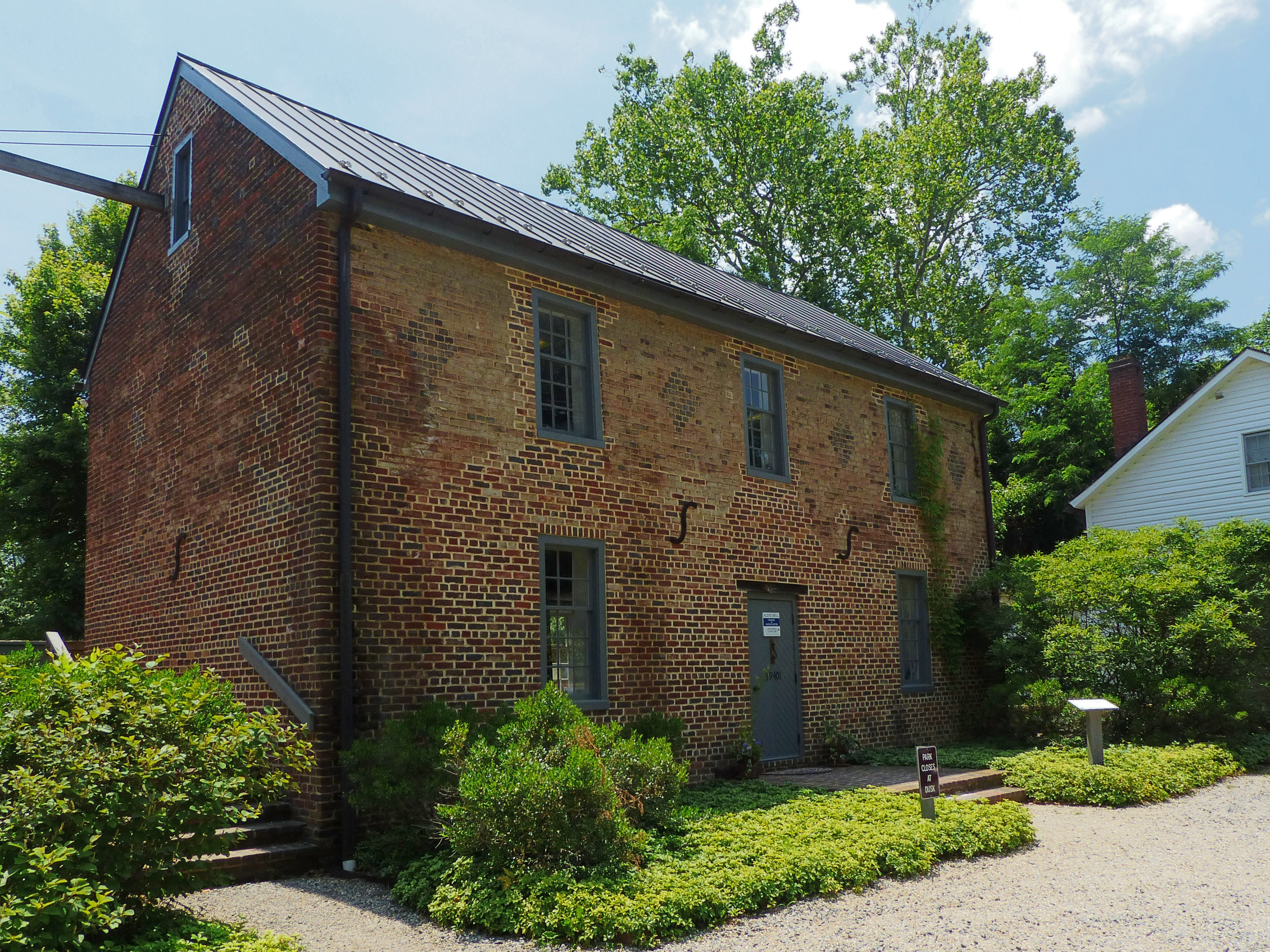 The Granary / Visitor Center at Aldie Mill