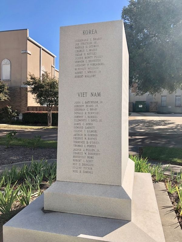 Warren County War Memorial (West side) image. Click for full size.