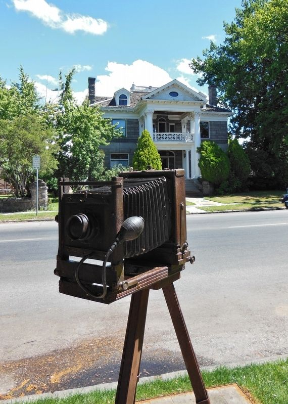 Camera sculpture adjacent to marker image. Click for full size.