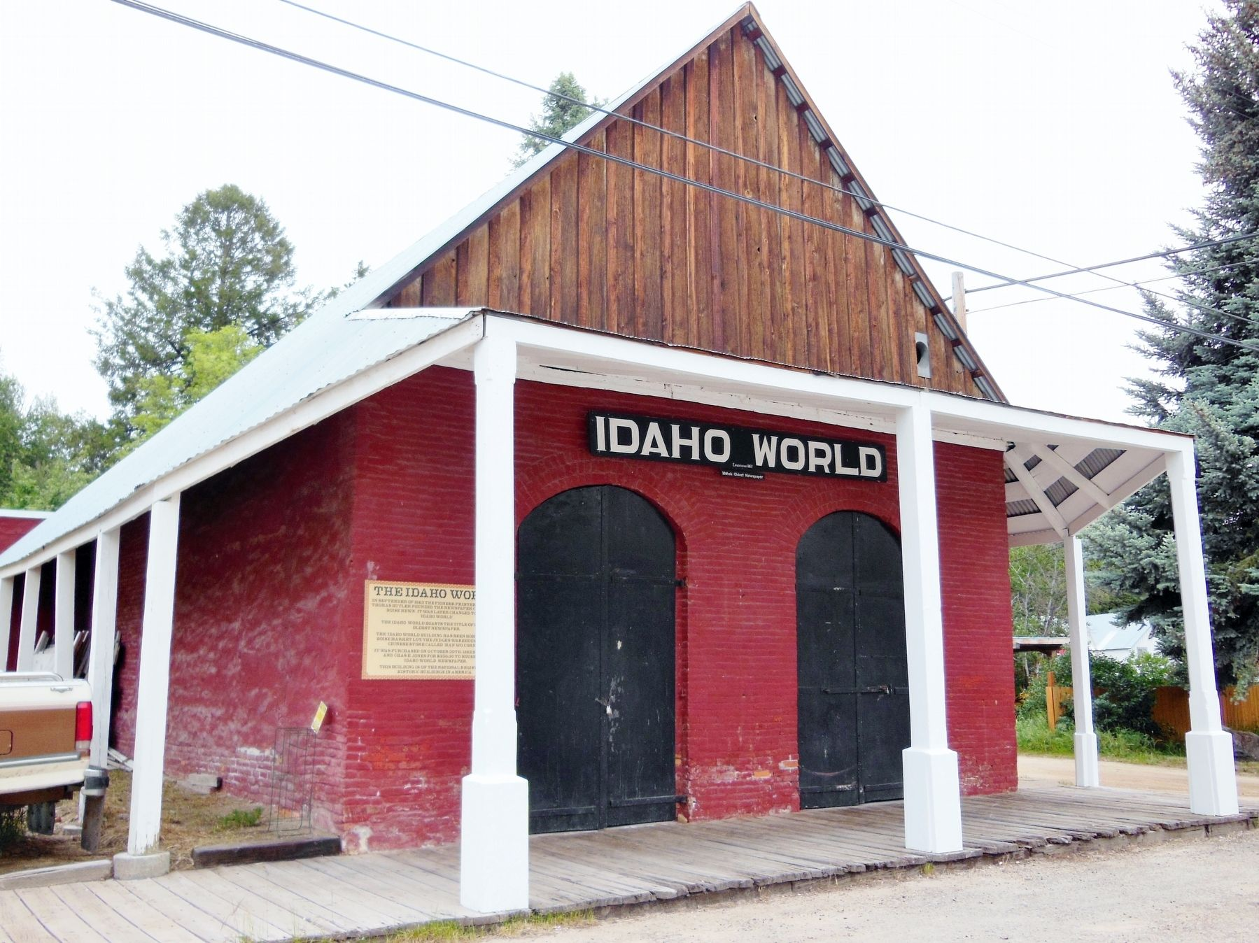 The Idaho World Marker (<i>wide view showing building</i>) image. Click for full size.