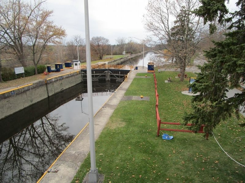 Lock 32 - Westward View image. Click for full size.