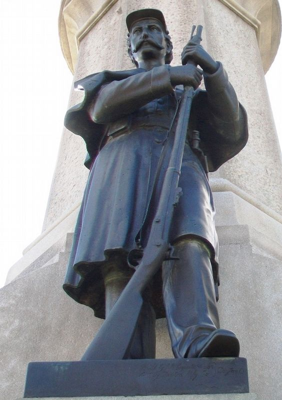 Civil War Memorial Soldier Statue image. Click for full size.