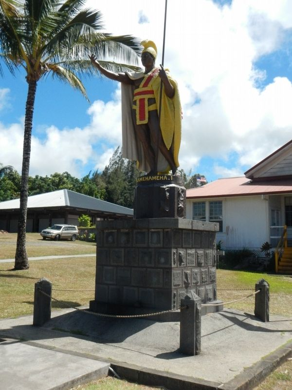 Statue of King Kamehameha located next to this marker image. Click for full size.
