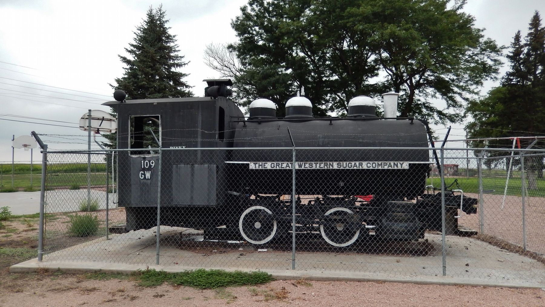 """Dinky"" Locomotive (<i>wide view</i>) image. Click for full size."
