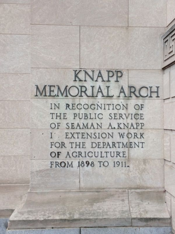 Knapp Memorial Arch Marker image. Click for full size.