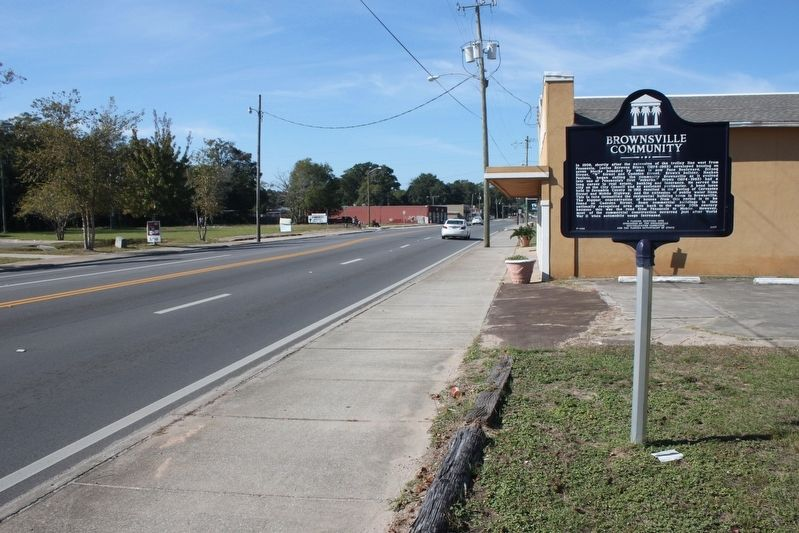 Brownsville Community Marker looking west on US 90 image. Click for full size.