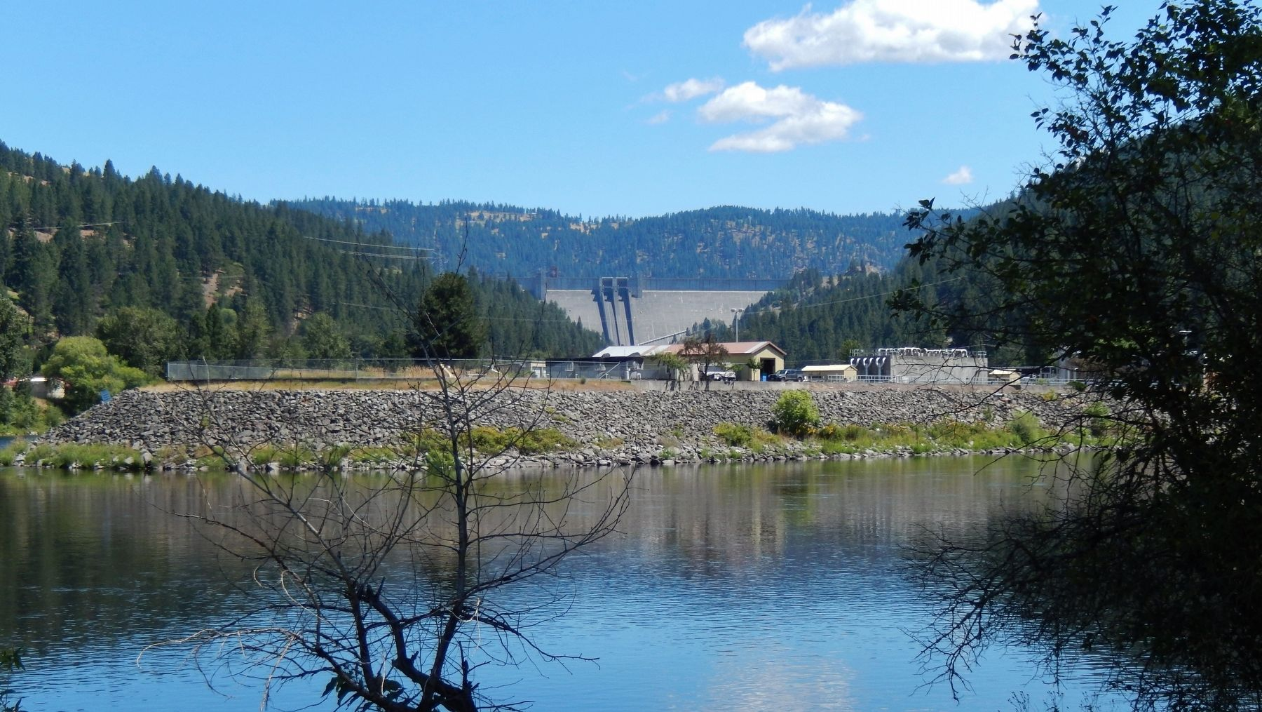 Dworshak Dam (<i>view across Clearwater River from marker</i>) image. Click for full size.