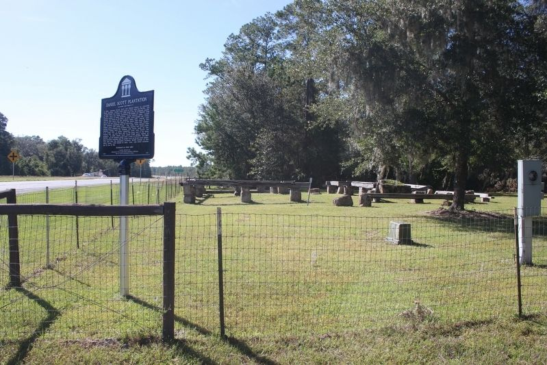 Daniel Scott Plantation Marker looking west on FL 20 image. Click for full size.
