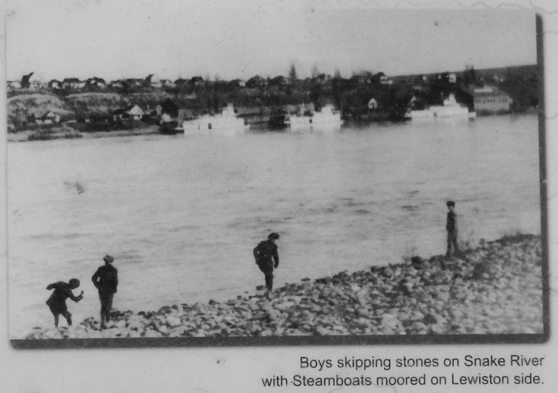 Marker detail: Steamboats on the Snake River image. Click for full size.
