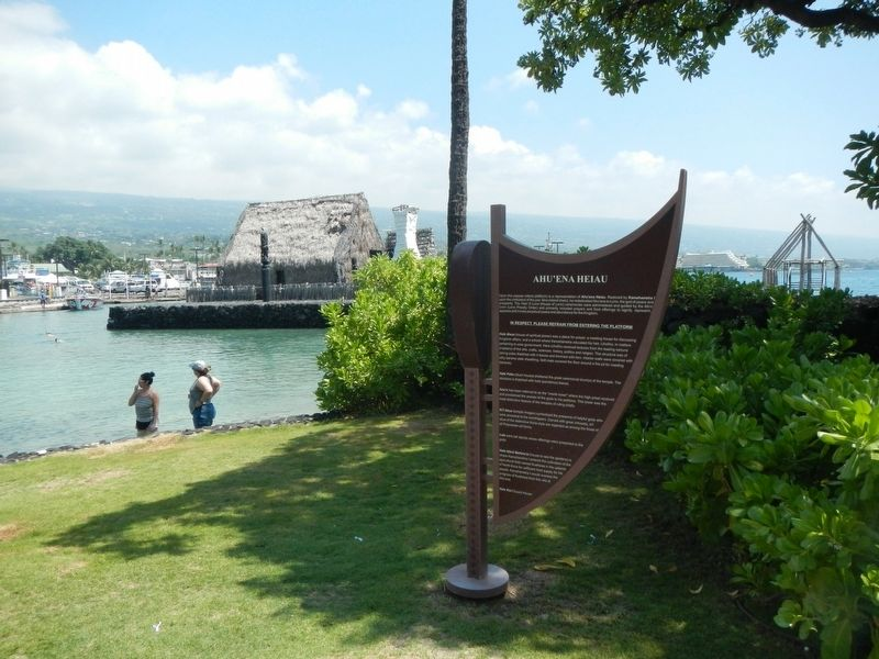 Ahu'ena Heiau and Marker image. Click for full size.