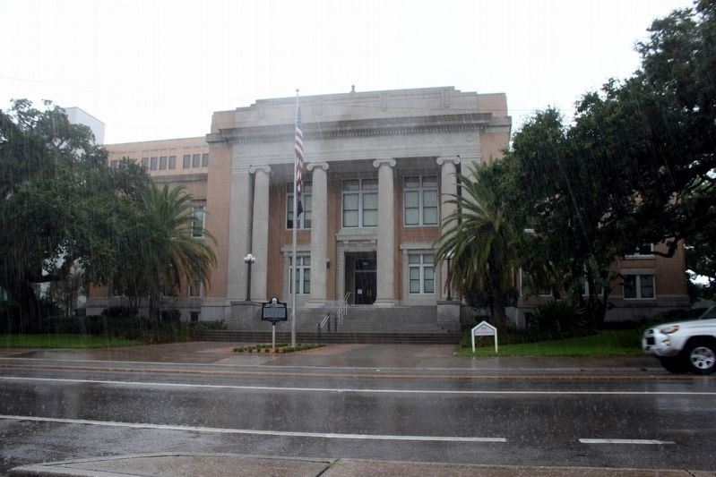 The Old Pinellas County Courthouse and Marker image. Click for full size.