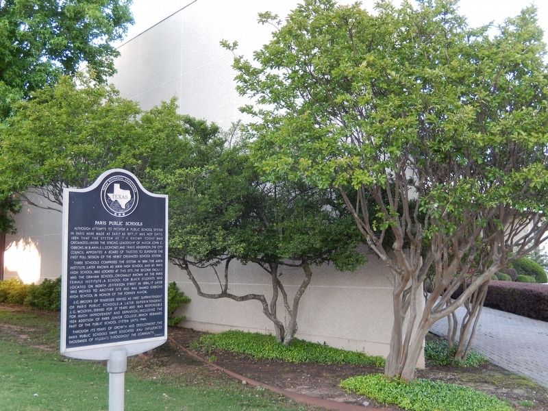 Paris Public Schools Marker (<i>wide view - Liberty National Bank in background</i>) image. Click for full size.