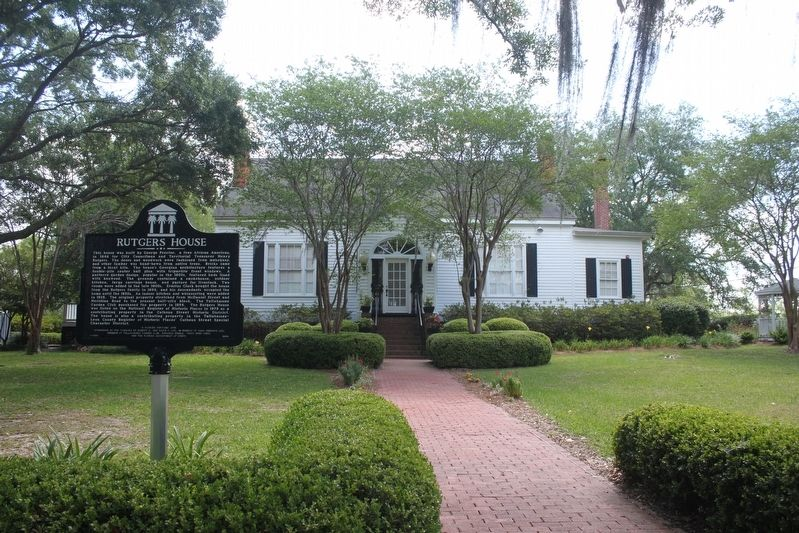 Rutgers House/Tallahassee Garden Club Center Marker and house image. Click for full size.