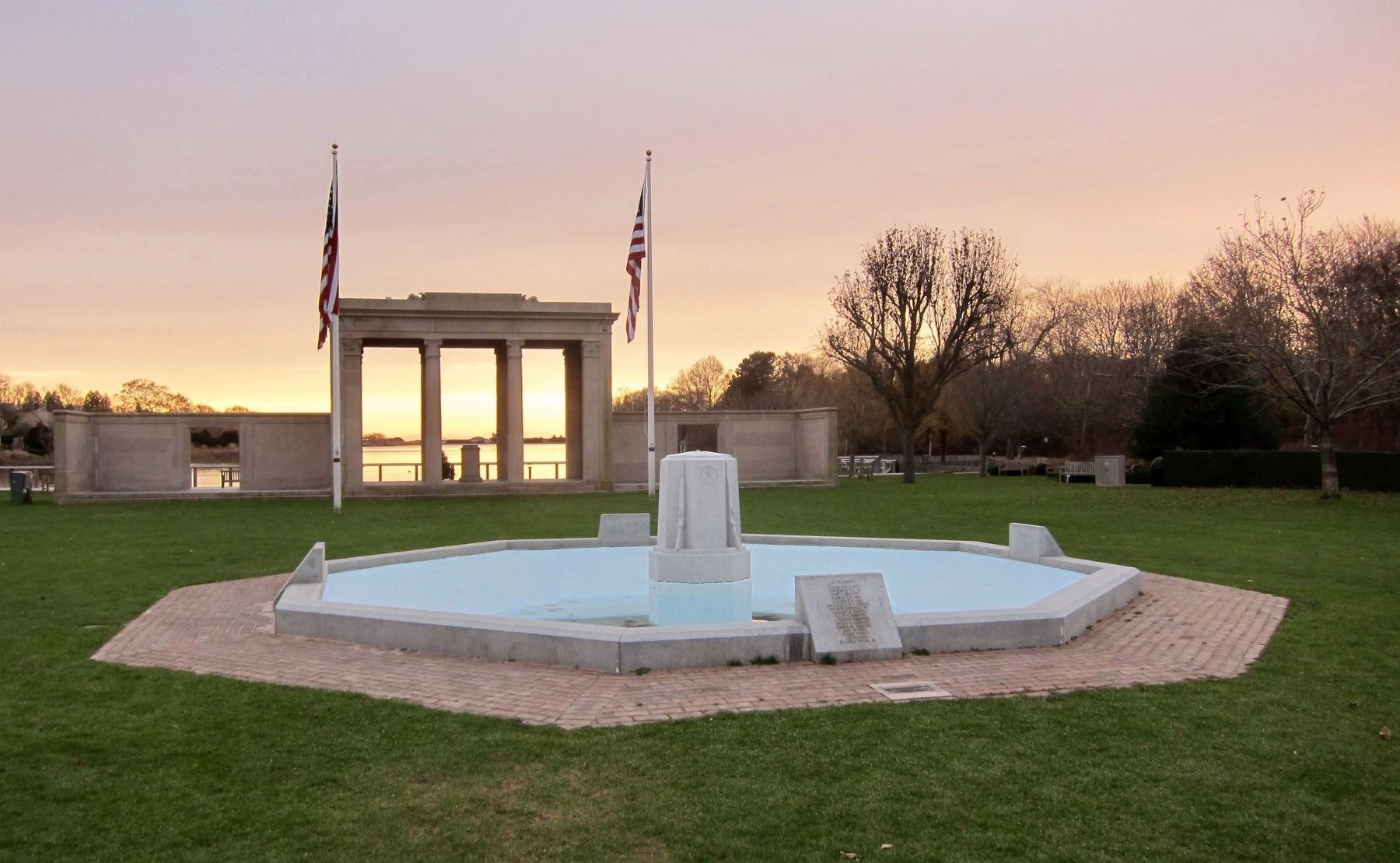 Southampton World War II and Korean War Veterans Memorial - Wide View image. Click for full size.