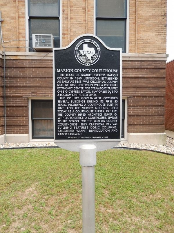 Marion County Courthouse Marker (<i>tall view</i>) image. Click for full size.