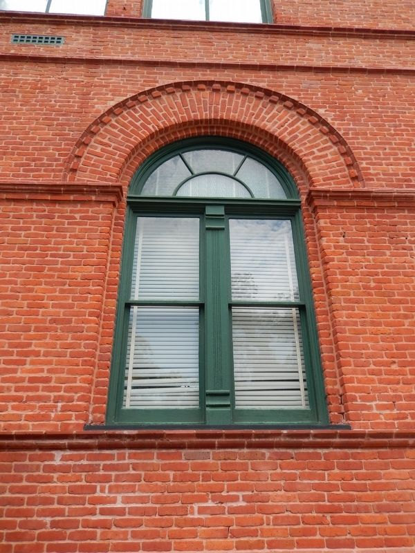 Old Federal Court and Post Office Building (<i>window & masonry detail</i>) image. Click for full size.