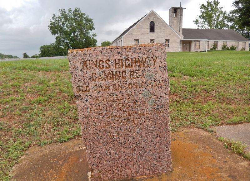 Kings Highway Marker (<i>wide view</i>) image. Click for full size.