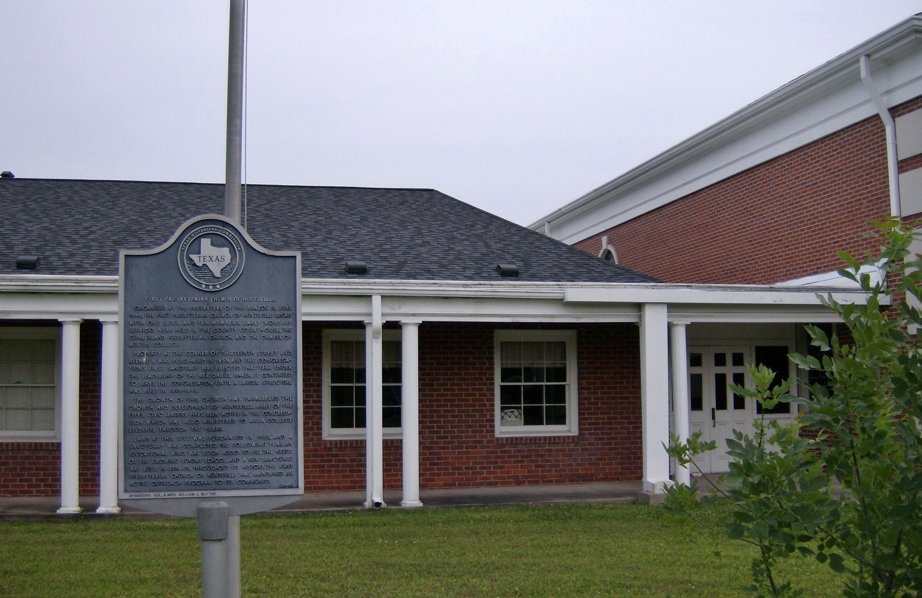First Presbyterian Church of Huntsville Marker (<i>wide view</i>) image. Click for full size.