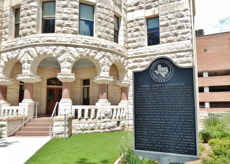 Comal County Courthouse Marker (<i>wide view</i>) image. Click for full size.