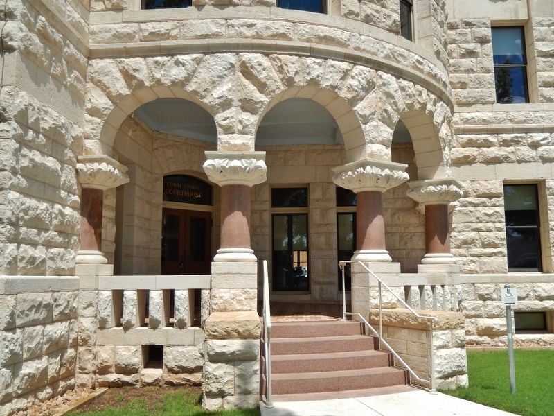 Comal County Courthouse image. Click for full size.
