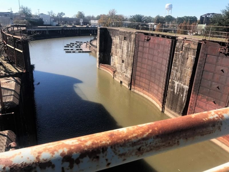 Bayou Plaquemine Lock structure image. Click for full size.