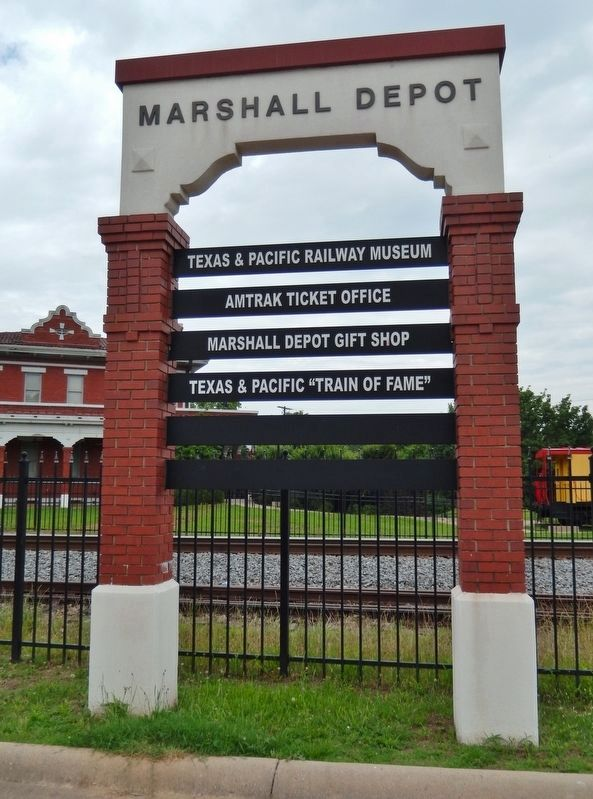 Texas & Pacific Depot (Marshall, Texas) image. Click for full size.