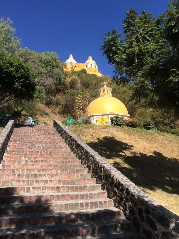 Another view of the Wishing Well of Cholula image. Click for full size.