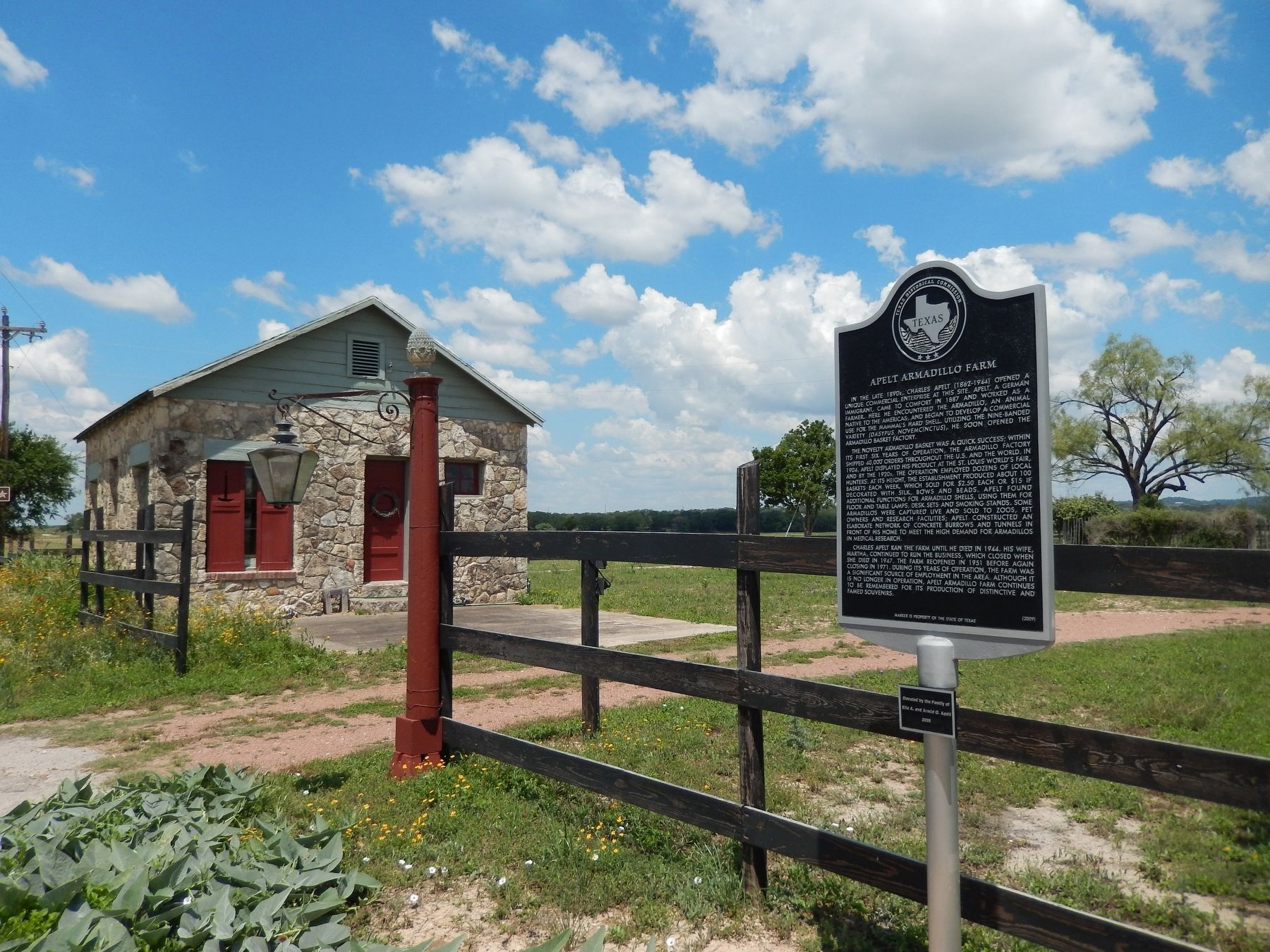 Apelt Armadillo Farm Marker (<i>wide view</i>) image. Click for full size.
