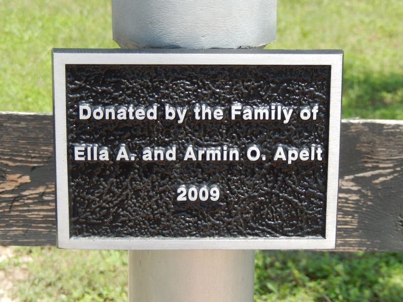 Apelt Armadillo Farm Marker (<i>plaque below marker</i>) image. Click for full size.
