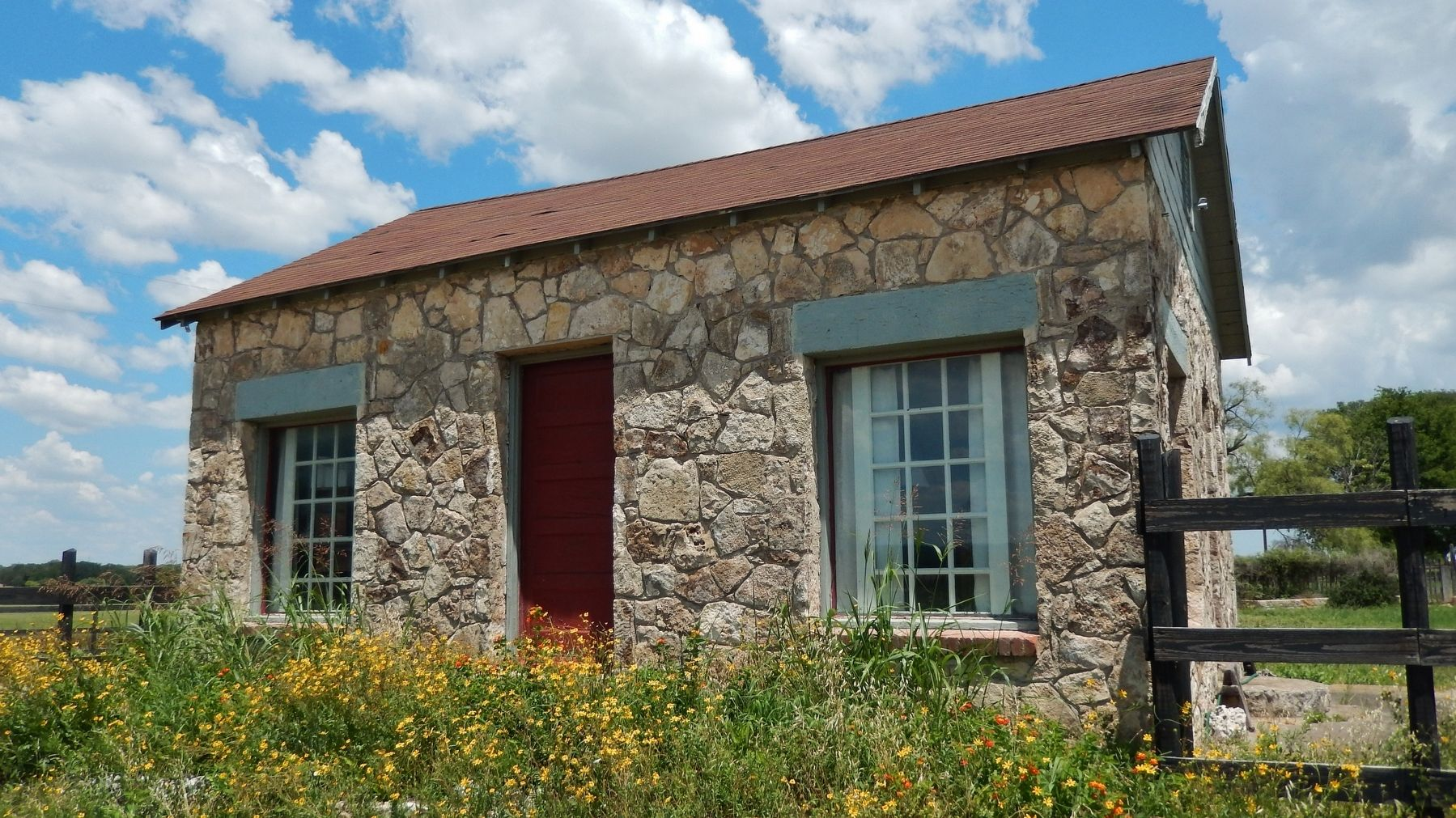 Apelt Armadillo Farm (<i>Stone house beside marker</i>) image. Click for full size.