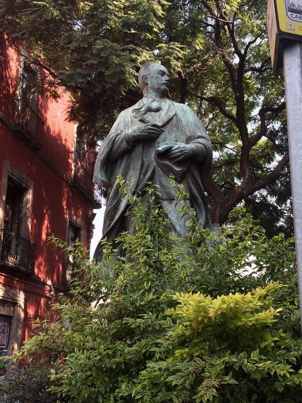 A statue of José Vasconcelos, just northeast of the marker image. Click for full size.