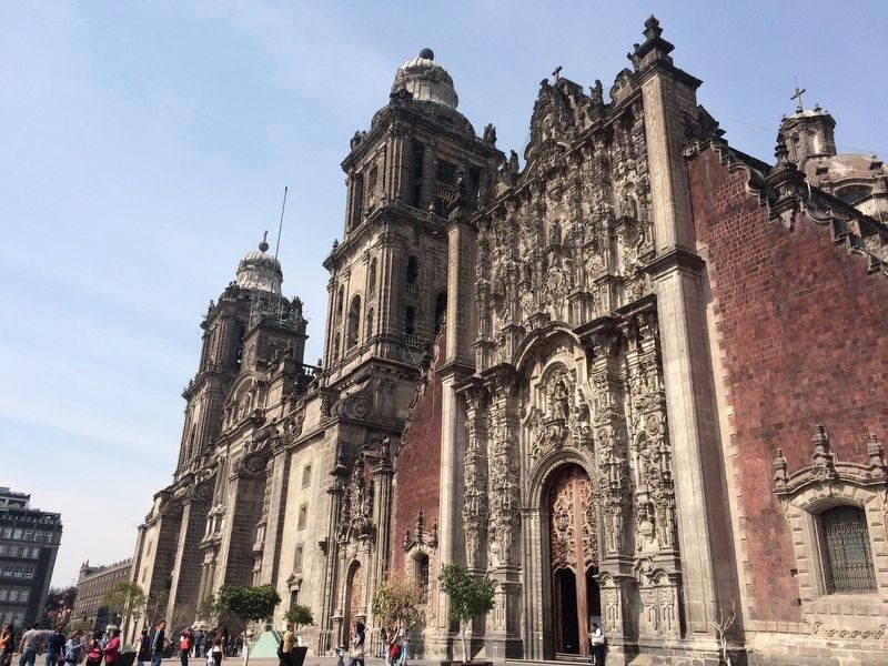 The Mexico City Cathedral image. Click for full size.