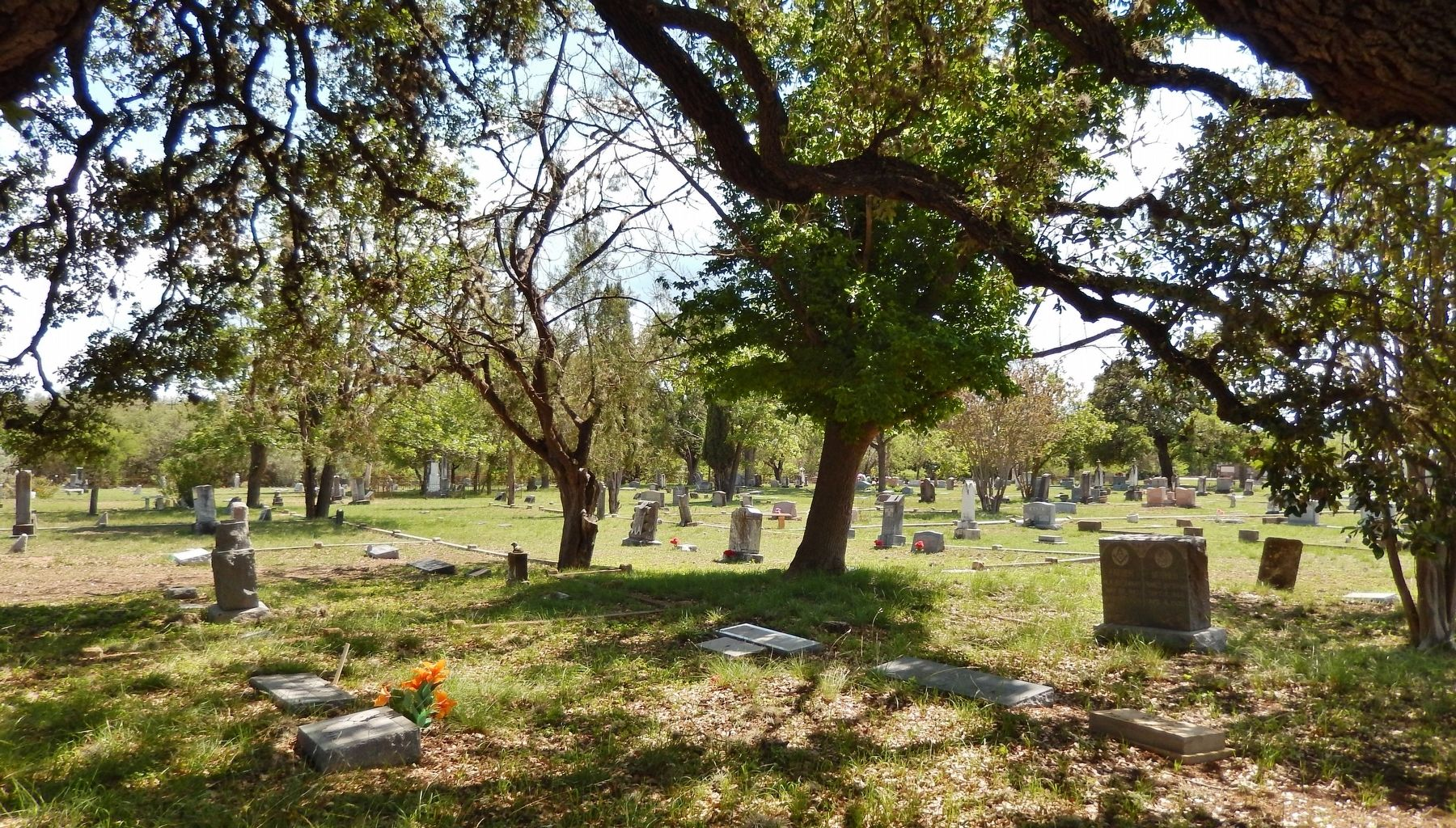 Leakey Cemetery (<i>view from marker</i>) image. Click for full size.