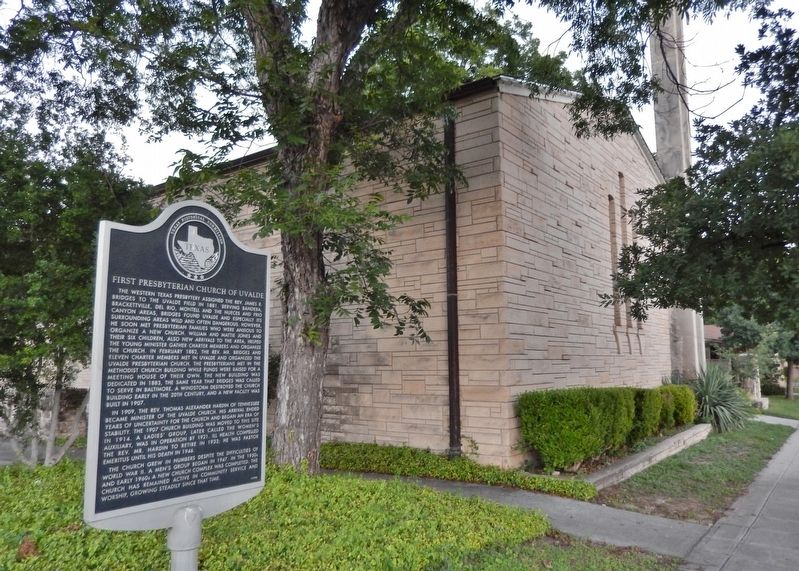 First Presbyterian Church of Uvalde Marker (<i>wide view</i>) image. Click for full size.