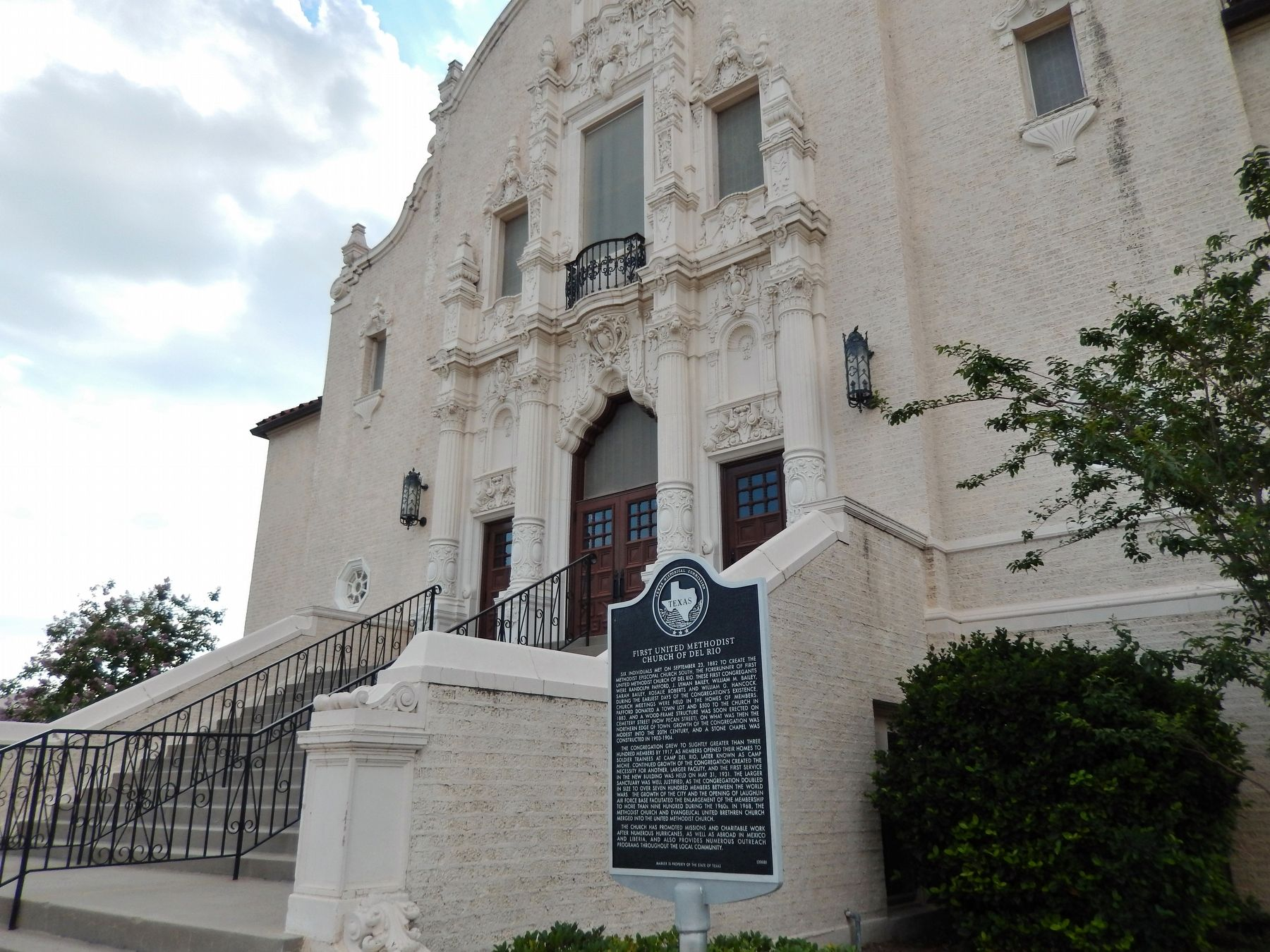 First United Methodist Church of Del Rio Marker (<i>wide view</i>) image. Click for full size.