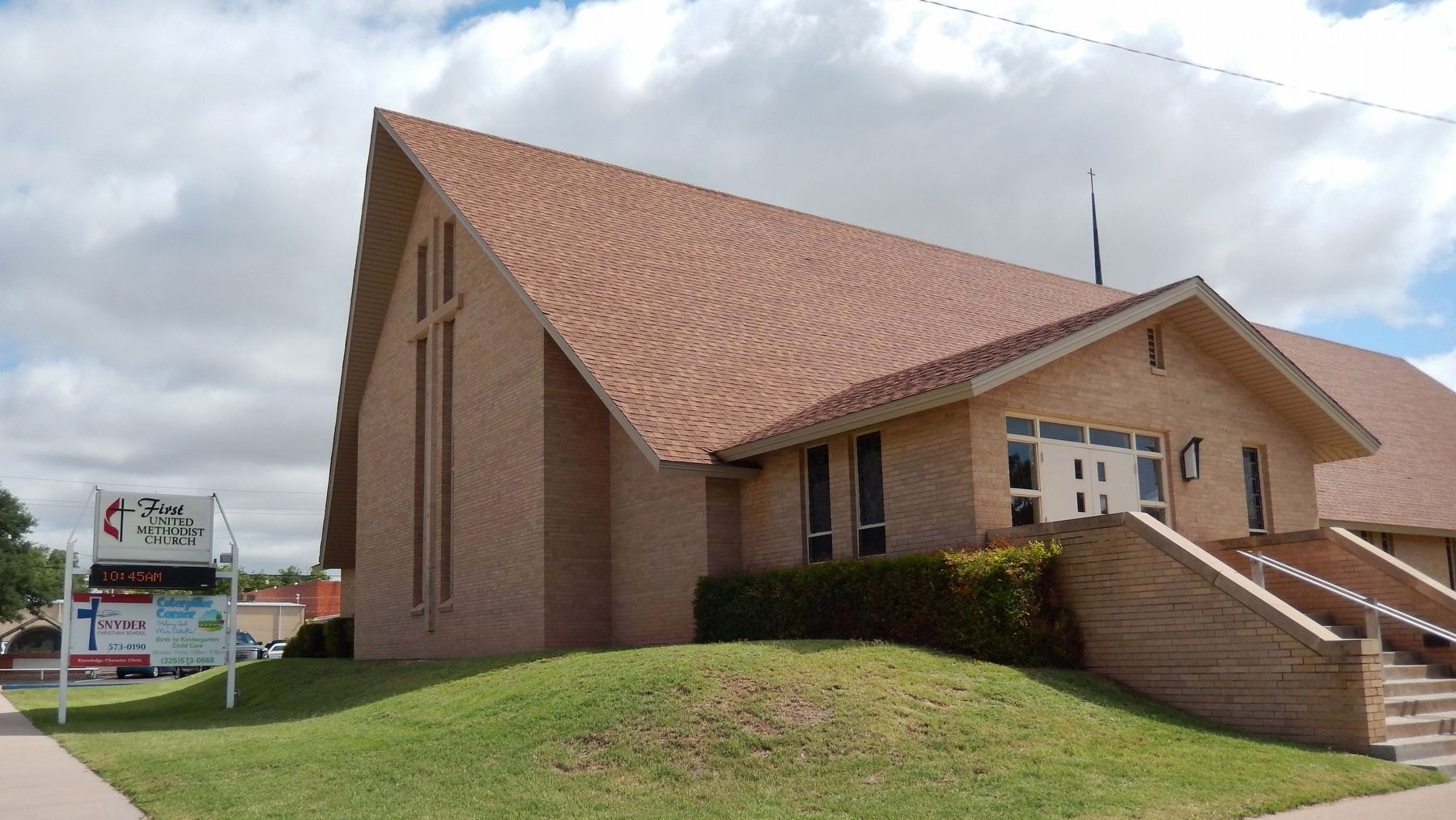 First Methodist Church (<i>third sanctuary built 1961</i>) image. Click for full size.