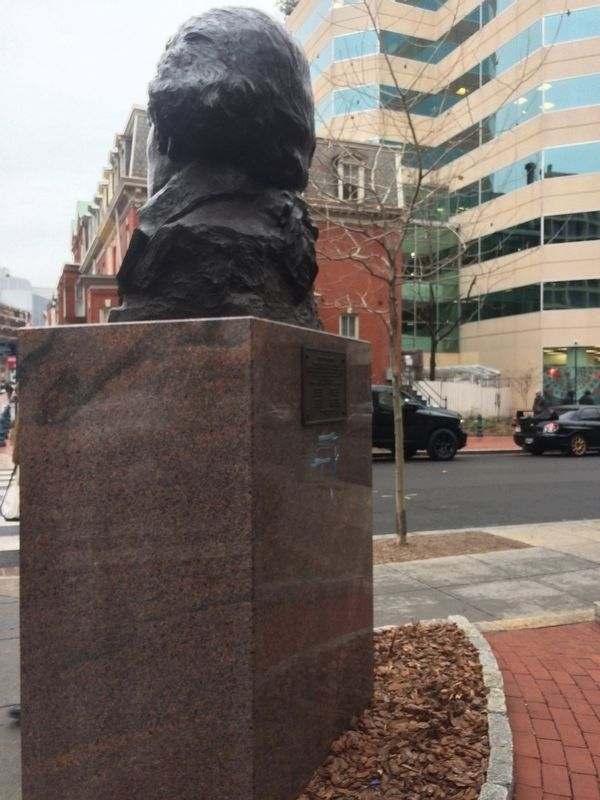 George Washington Marker with Side view of sculpture image. Click for full size.