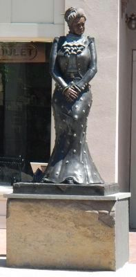 Aura Goodwin Raley Statue image. Click for full size.