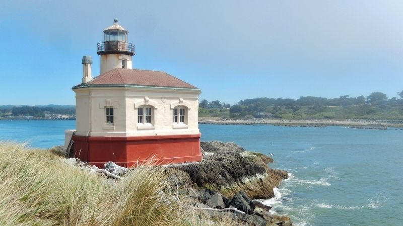 Coquille River Lighthouse (<i>west side</i>) image. Click for full size.