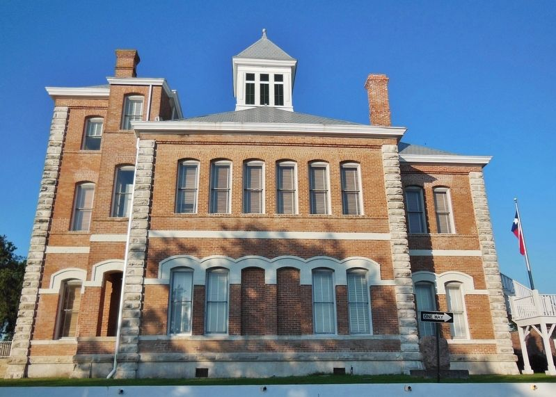 Grimes County Courthouse (<i>view looking east from marker to west side of courthouse</i>) image. Click for full size.