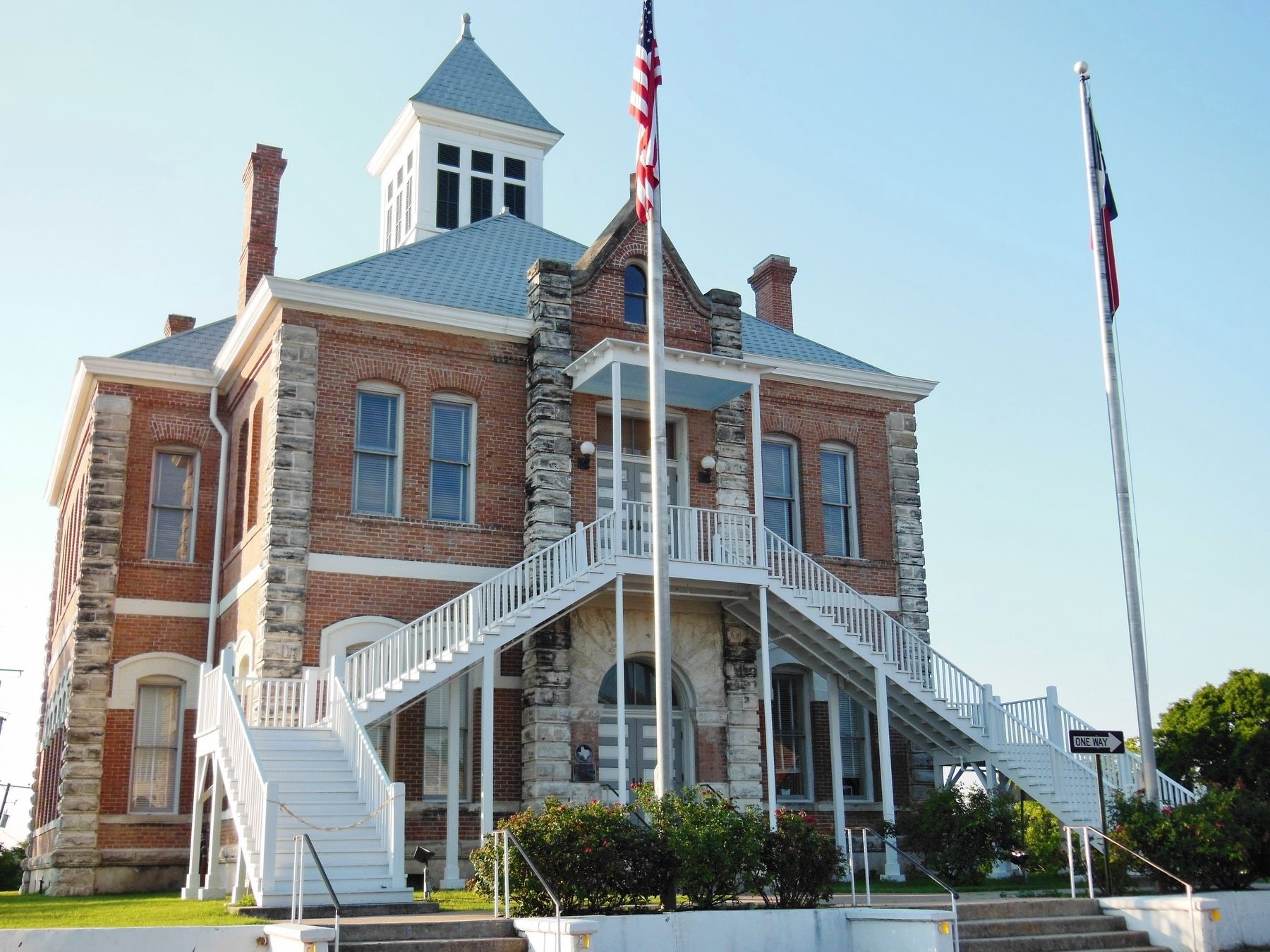 Grimes County Courthouse (<i>marker visible on wall, left of entrance</i>) image. Click for full size.