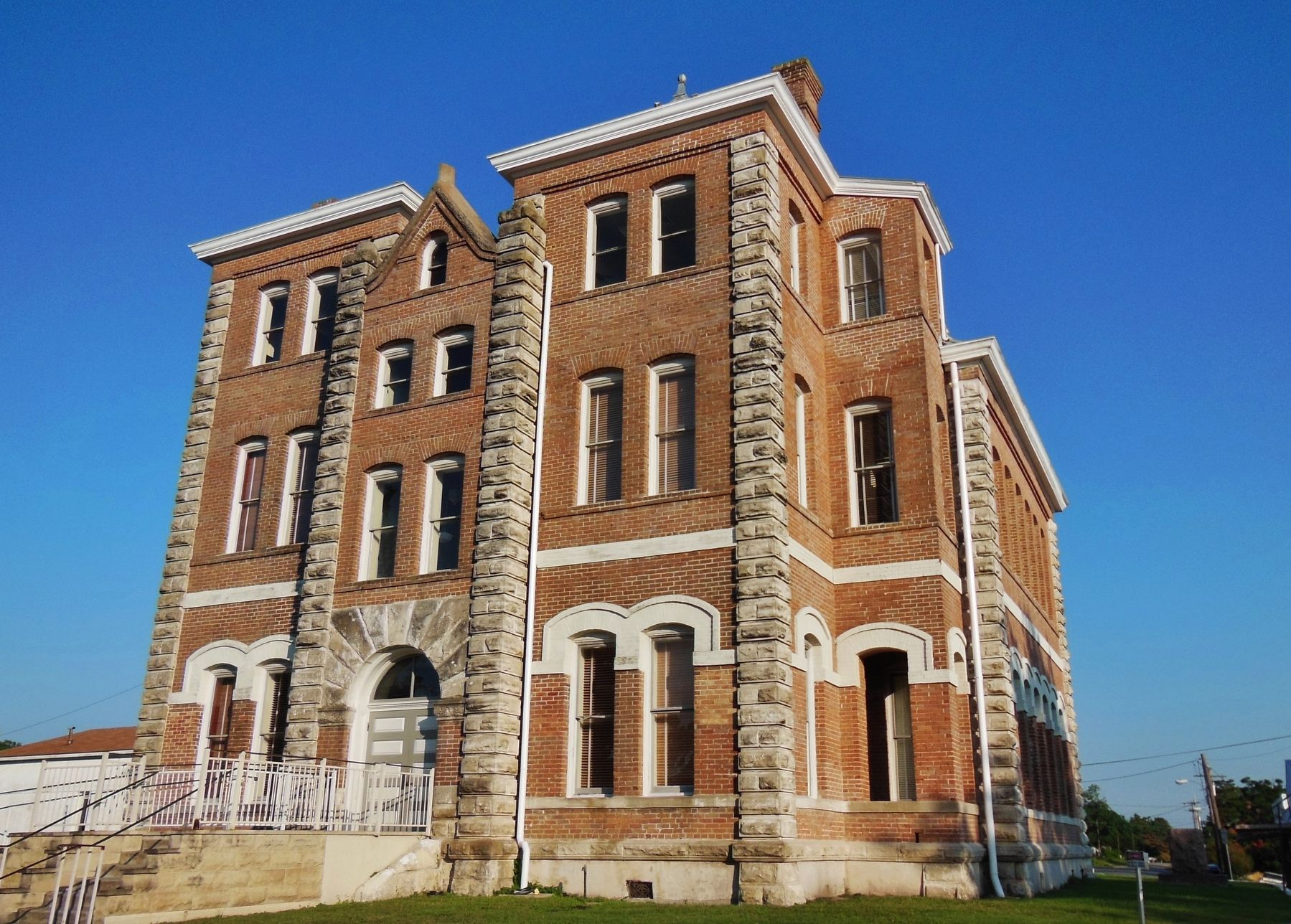 Grimes County Courthouse (<i>northwest corner</i>) image. Click for full size.