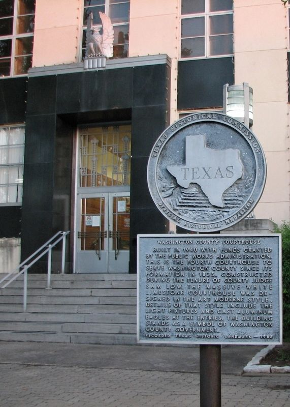 Washington County Courthouse Marker (<i>tall view</i>) image. Click for full size.