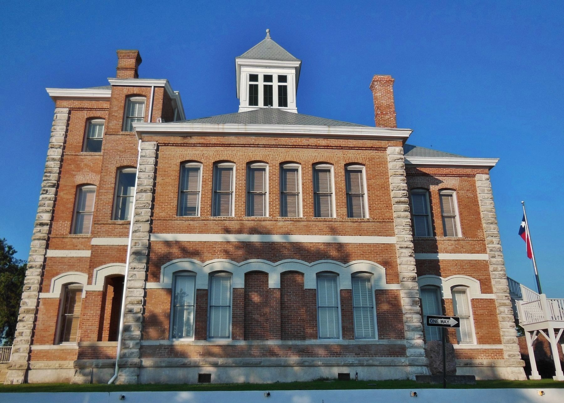 Grimes County Courthouse (<i>west side</i>) image. Click for full size.