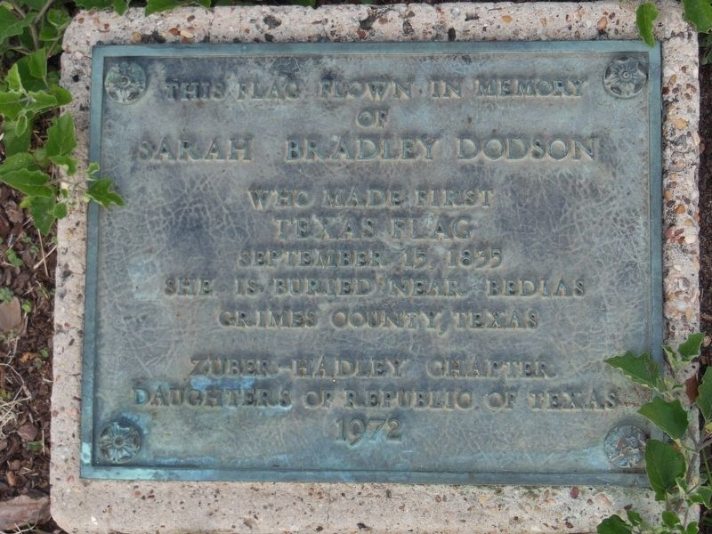 Sarah Bradley Dodson Memorial Plaque (<i>at base of courthouse flag pole</i>) image. Click for full size.